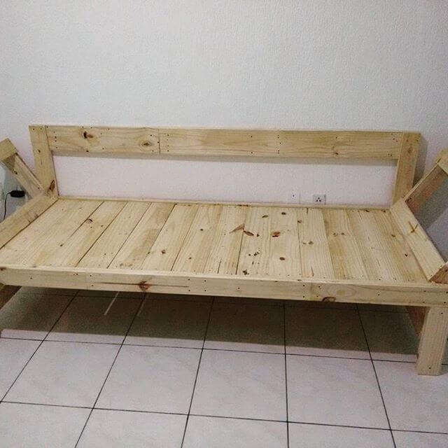 DIY pallet sofa and tables for the modern living rooms
