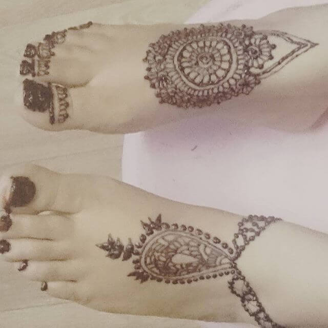 beautiful foot henna art