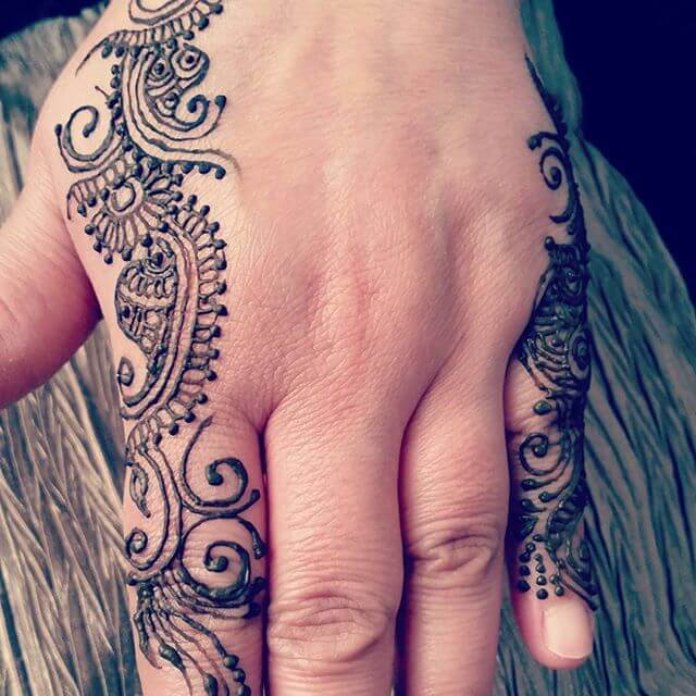 beautiful mehndi art for girls