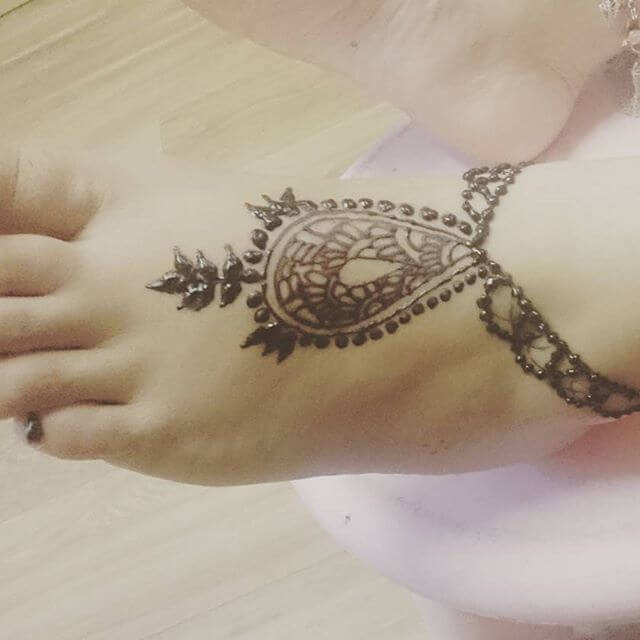beautiful mehndi art for girls