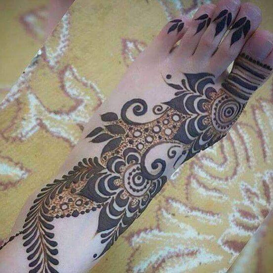 101 Easy Foot Mehndi Designs on Sensod