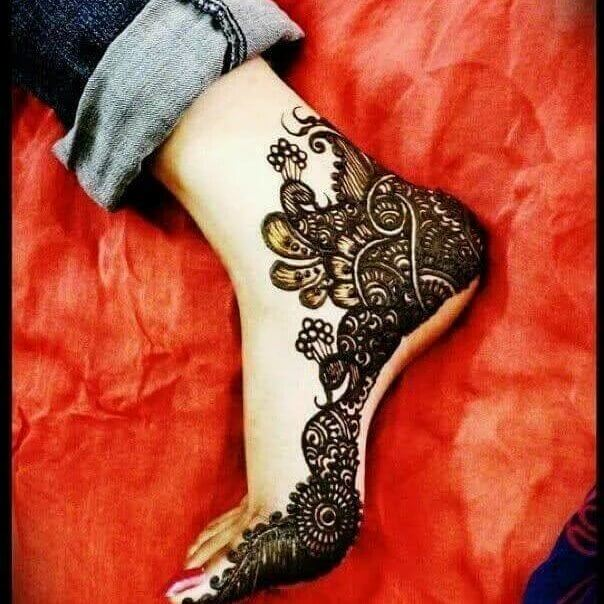 Side Pose foot heena designs