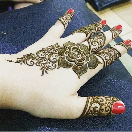 Stunning and beautiful mehndi design for backhand on Sensod