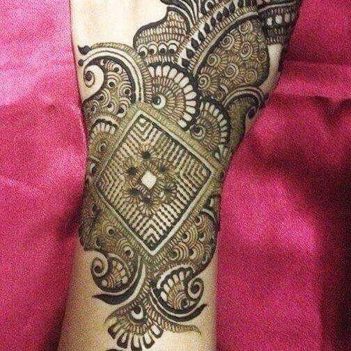 hand and arm mehandi art