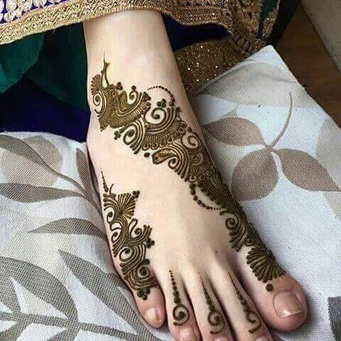 Arabic foot henna design with paste