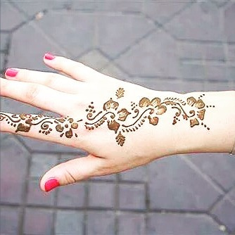 Cute and easy henna designs on back hand side