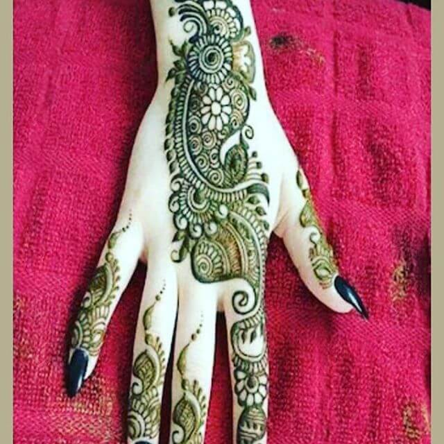 simple and nice mehandi trends
