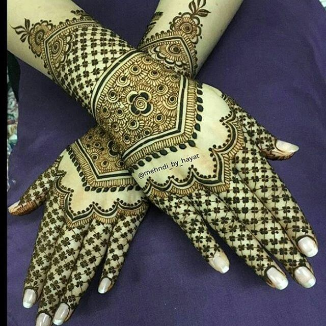 detailed and beautiful mehandi design
