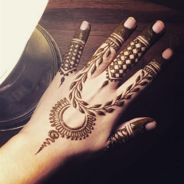 simple mehndi design for left hand in 2108