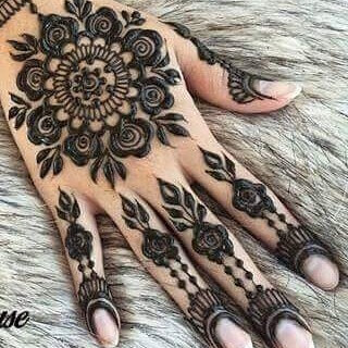 beautiful mehandi for the young girls