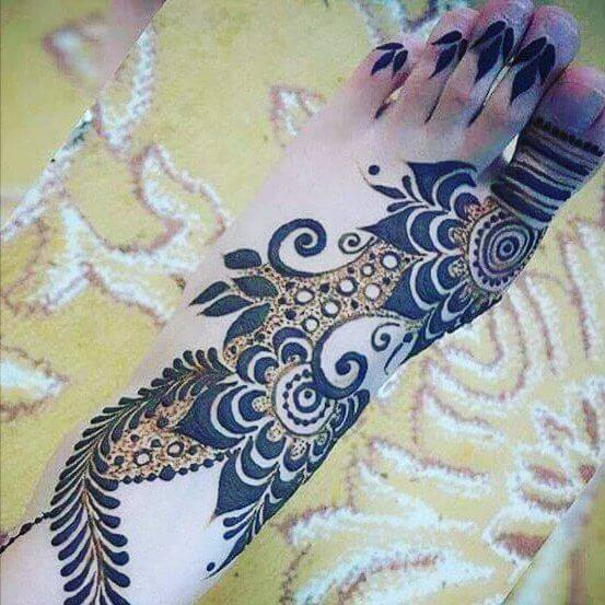 beautiful and unique mehndi design for feet