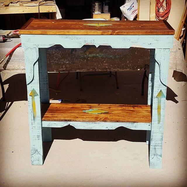 Repurposed wooden pallet table
