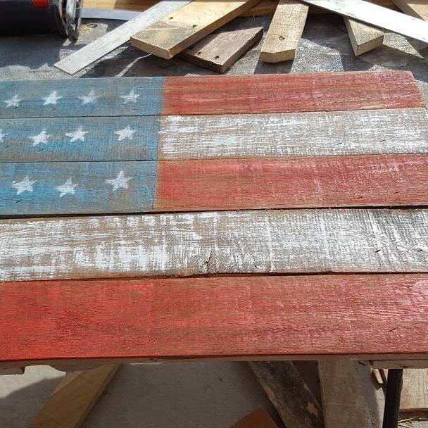 Rustic pallet designs made from recycled pallet wood: