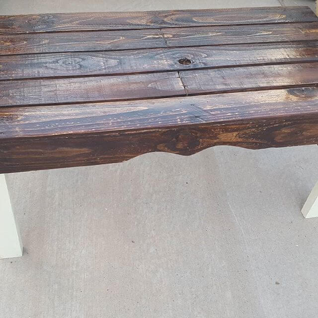DIY pallet table behind your sofa