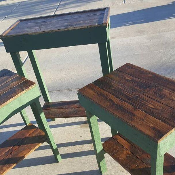 Cool and trendy pallet table designs