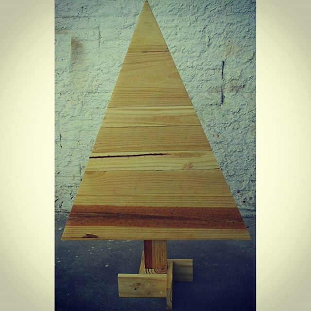 Pallet planter and many other pallet decoration ideas