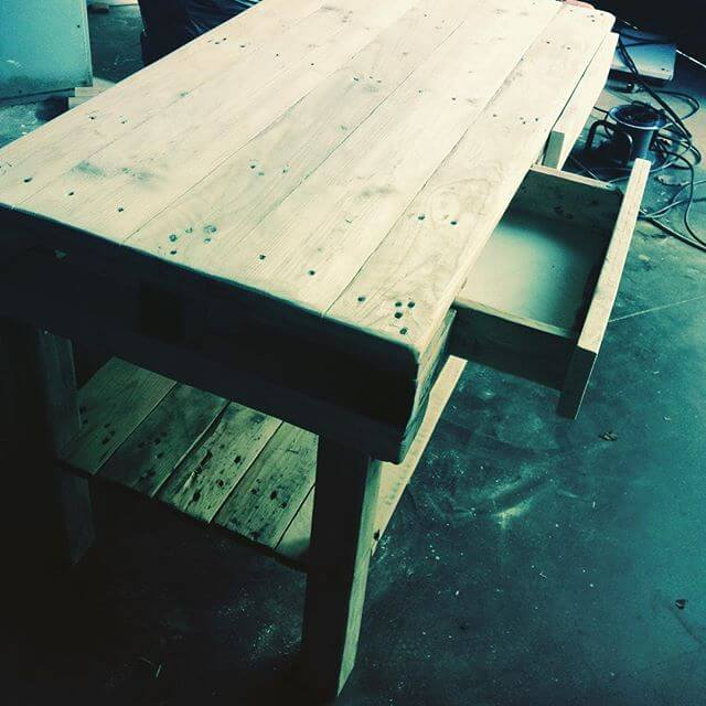 beautiful full sized computer pallet table