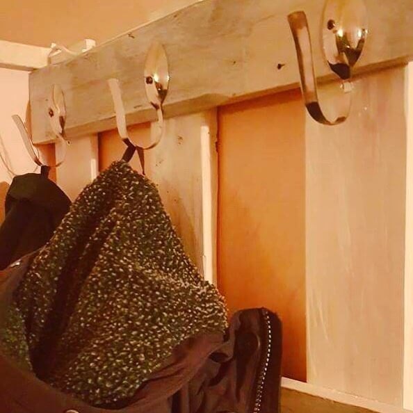 Pallet coat hanging for your room