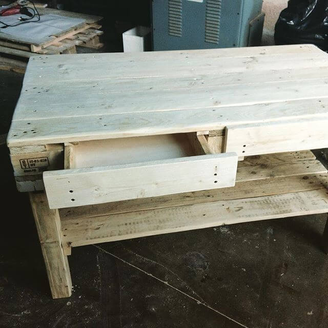 elegant Pallet computer table