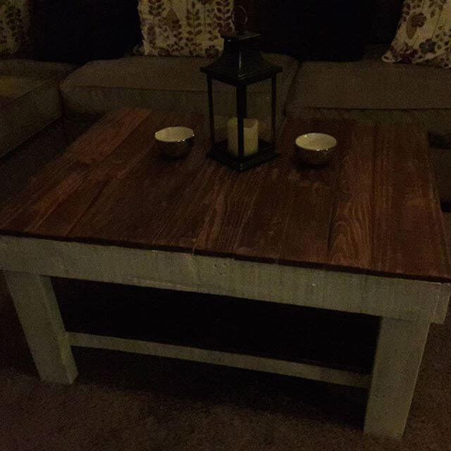 Beautiful and compact pallet table