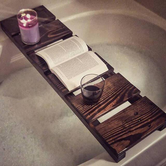 rustic pallet bathtub