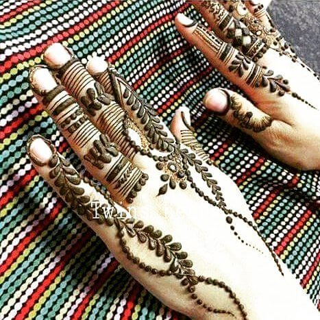 beautiful bachhand mehndi design