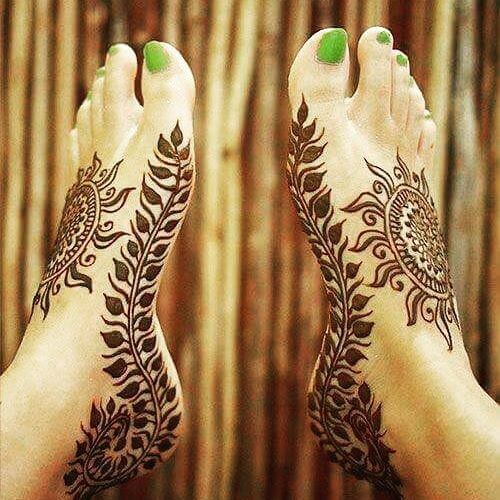 beautiful henna art for feets