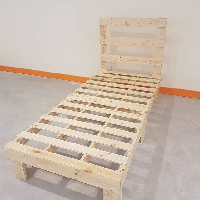 small sized pallet table