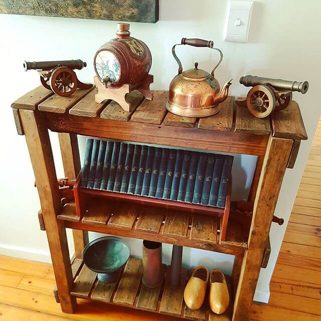 A beautiful pallet table having storage option