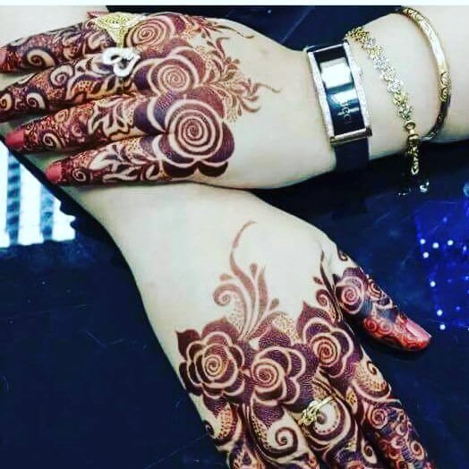 floral mehndi designs on fingers
