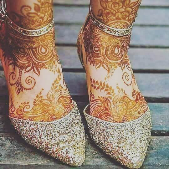 beautiful and unique mehndi design for feet