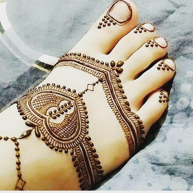 foot mehndi art for the college going girls