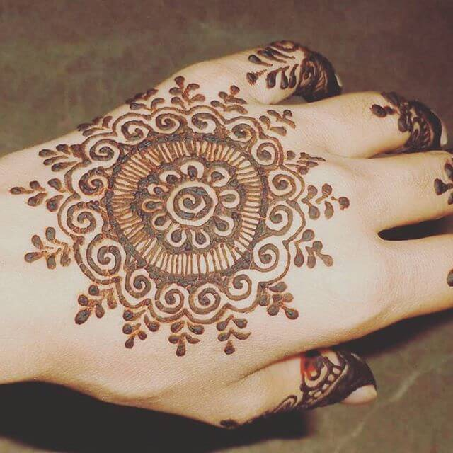floral mehndi designs on the backhand