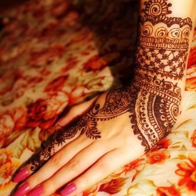 Full Backhand Stylish Mehndi Designs