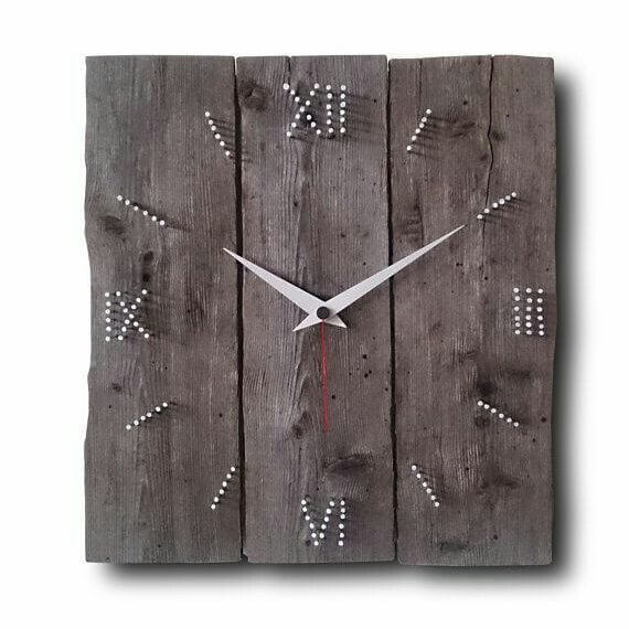 beautiful rustic pallet clock