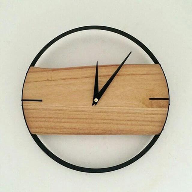 round pallet clock
