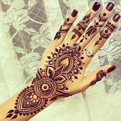 beautiful hands with mehendi