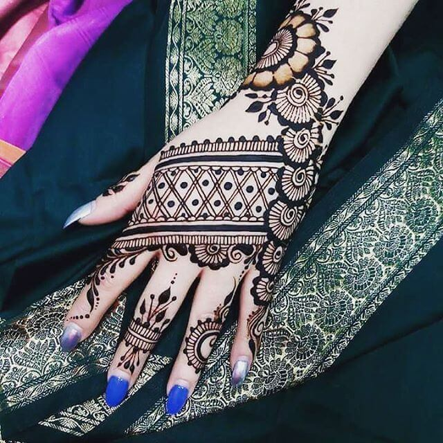 Dark Color BackHand Mehndi Designs 2018