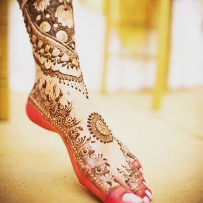 Trendy Foot Mehndi Designs