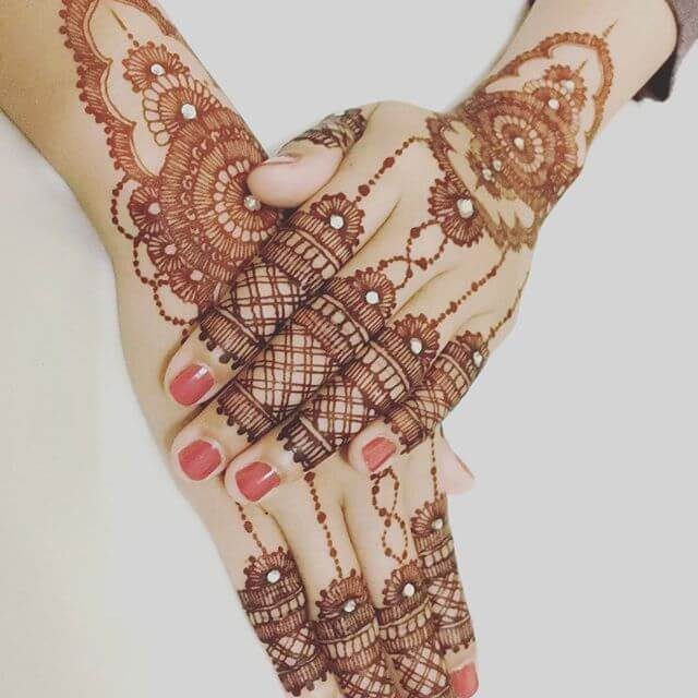 Trendy Backhands Mehndi Designs