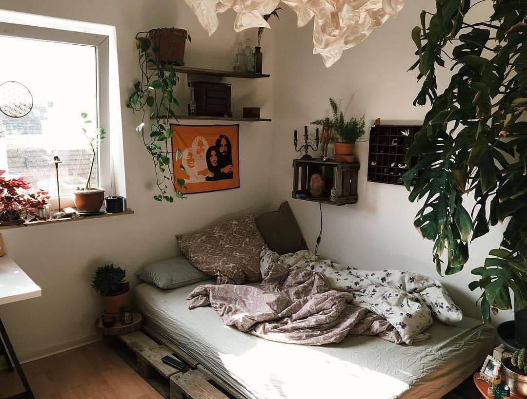 Simple DIY Bedroom Decoration Ideas