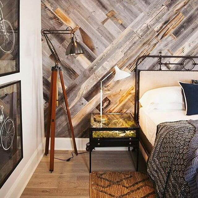 pallet bed and lamp