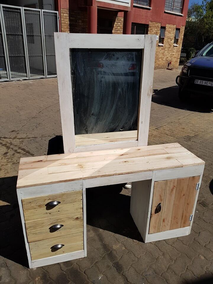 The modern designs of dressing table with the mirror