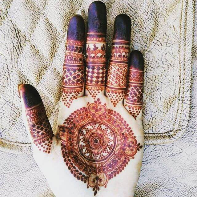 Lovely heena designs for hands