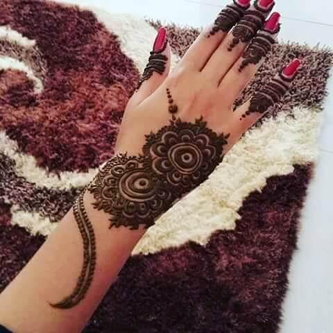 elegant henna art