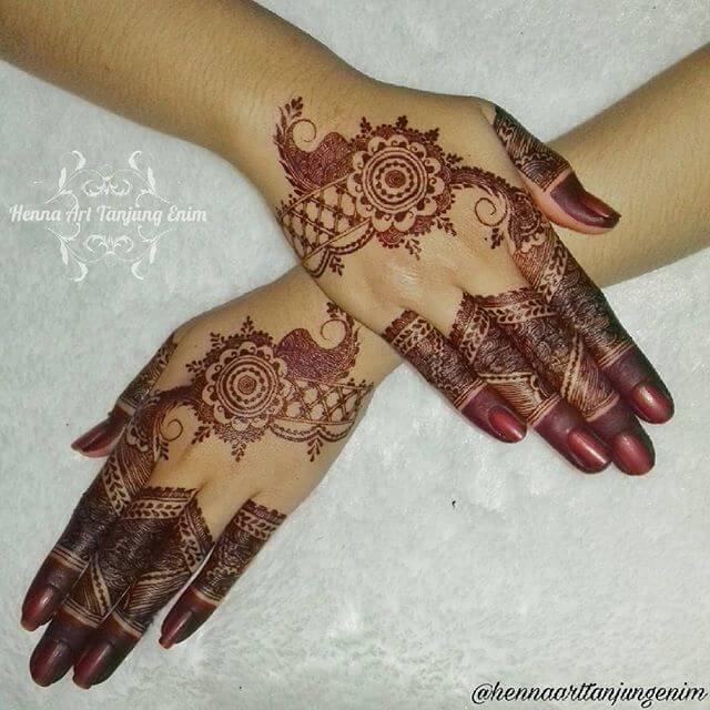 simple yet beautiful mehndi design