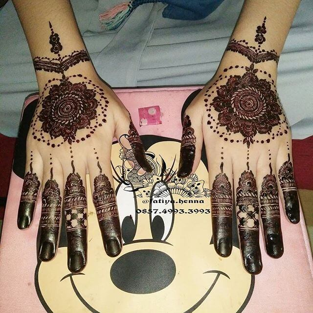 Perfect mehndi Design for eid