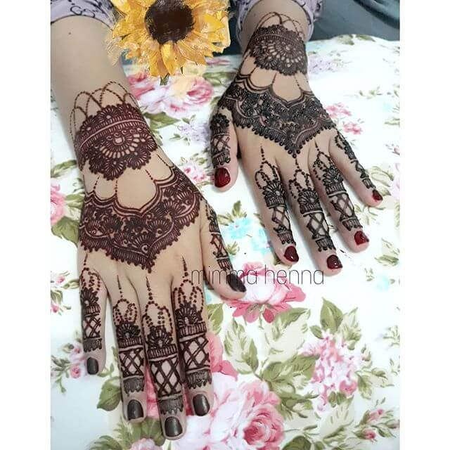 full hand Mehndi For a bridal