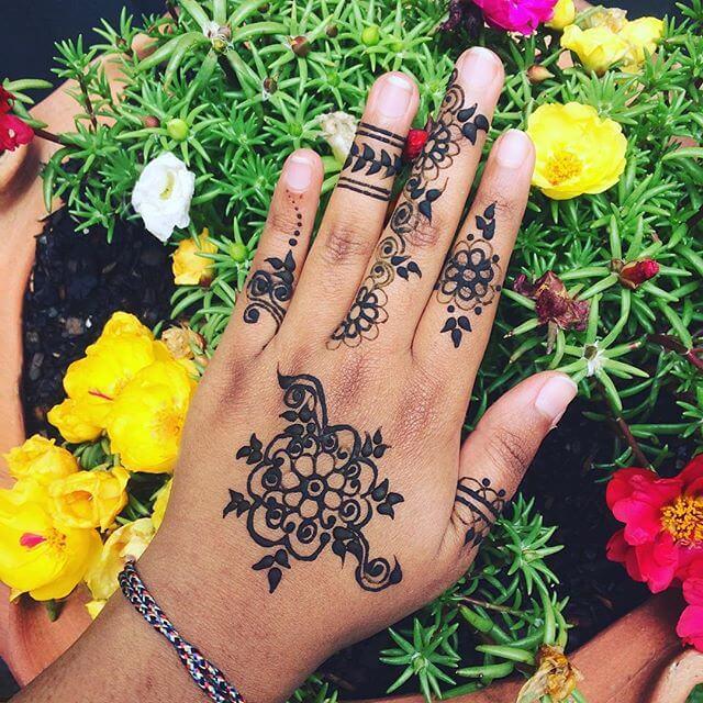 simple Mahndi Design Image