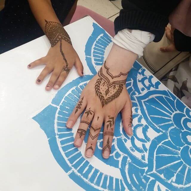 back hand simple Mehndi